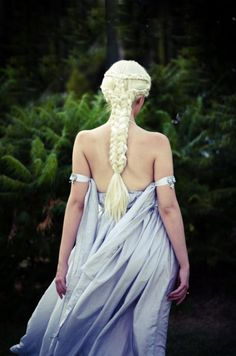 Khaleesi cosplay...perfect braid!