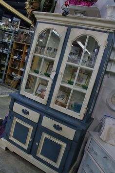 Annie Sloan Chalk Paint ~ old white and Aubusson Blue