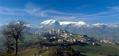 Camerino é uma pequena cidade, conhecida principalmente pela sua Universidade, que usufrui de uma posição privilegiada no centro da região d...