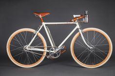 Manners-Twee-pareltjes-van-customized-fietsen-uit-de-werkplaats-van-Ascari-1.jpg (1000×667)