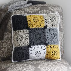 Free Square Button Pillow Crochet Pattern - Rescued Paw D Crochet Cushion Cover, Crochet Pillow Pattern, Crochet Cushions, Granny Square Crochet Pattern, Crochet Granny, Crochet Squares, Pillow Patterns, Crochet Blocks, Afghan Patterns