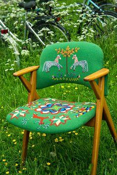Elin Jantze - green chair, wool embroidery - yllebroderi