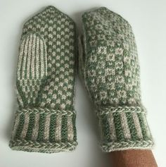 Ravelry: Project Gallery for Wisby mittens pattern by Pia Kammeborn Knitted Mittens Pattern, Fair Isle Knitting Patterns, Knit Mittens, Knitted Gloves, Hat Patterns, Stitch Patterns, Cable Knitting, Knitting Socks, Knitting Stitches