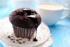 """cupcakes // // Just in time for Valentine's Day these chocolate """"to live for"""" muffins will make anyone feel extra special indulging in scrumptious chocolate decadence that is GOOD FOR YOU! Just think heavenly thoughts as this treat Trim Healthy Recipes, Trim Healthy Momma, Thm Recipes, Baking Recipes, Dessert Recipes, Desserts, Mole, Chocolate Volcano, Candida Recipes"""