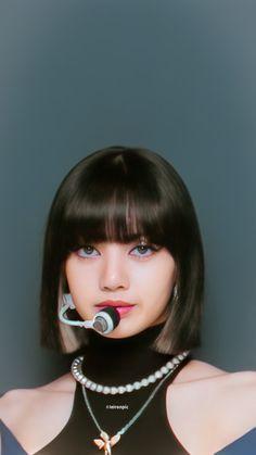 Blackpink Lisa, Jennie Blackpink, Kpop Girl Groups, Kpop Girls, Lisa Blackpink Wallpaper, Wallpaper Lockscreen, Wallpapers, Blackpink Video, Kim Jisoo