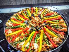 PAELLA    Famosa receita espanhola, da região de Valência, dizem que cada espanhol dessa região tem sua receita específica, pois ...