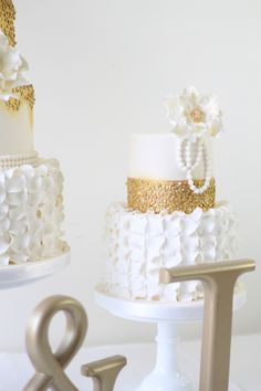 Wedding cake trends 2015! From Metallic to Buttercream, I've covered it all. There are going to be some really gorgeous cakes this year.