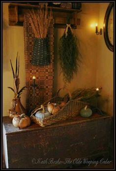 88 Adorable Farmhouse Fall Decor Ideas for Kitchen Farmhouse Fall Decor Ideas For Kitchen 87 . Primitive Bedroom, Primitive Homes, Primitive Kitchen, Prim Decor, Country Decor, Rustic Decor, Primitive Decor, Farmhouse Decor, Primitive Autumn