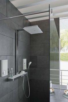 Die designprämierte großflächige Kopfbrause lässt Duschen zum sinnlichen Luxusgefühl werden. Foto: CASA, Münster