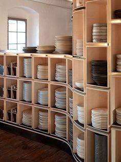 Well stocked shelf, vía Adam Mørk