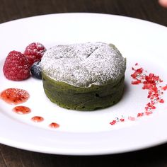 Smooth texture ♪ Matcha green tea fondant chocolate - Recipes to cook - Matcha Dessert, Matcha Cake, Köstliche Desserts, Delicious Desserts, Yummy Food, Cooking Videos Tasty, Cooking Recipes, Sweet Recipes, Cake Recipes