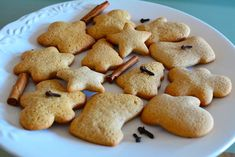 Fursecuri cu miere si scortisoara Ornament, Cookies, Sweet, Desserts, Crack Crackers, Candy, Tailgate Desserts, Decoration, Deserts