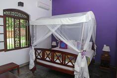 Villa Sepalika - Lit de la chambre mauve avec sa moustiquaire