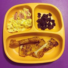 🔹BREAKFAST- nothing fancy this morning. Pumpkin French toast sticks from my freezer stash, scrambled eggs with ham & raisins. #toddlerbreakfast #toddlerbreakfastideas #toddlermeals #toddlermealideas #blw #babyledweaning #blwpuertorico #19months #toddlerapproved #simplemeals #nutritionforkids #freezerstash #pumpkineverything #fall #needtogogroceryshopping #replaykids #replaymoms #replaymeals #replayrecycled *tostadas francesas de calabaza, revoltillo con jamón y pasas*