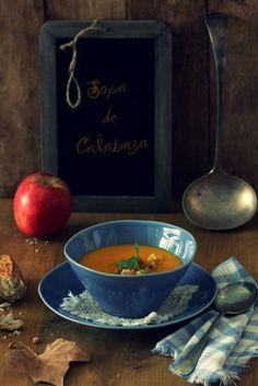 Receta de sopa de calabaza y manzana desde http://wholekitchen.es/