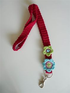 Good idea for my badge! Crochet Baby Toys, Knit Crochet, Crafts For Kids, Arts And Crafts, Diy Gifts, Handmade Gifts, Hang Tags, Pin Cushions, Small Gifts