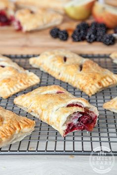 These little puff pastry parcels, filled with apples and blackberries are perfect for an afternoon cooking with kids.
