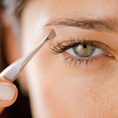 10 Tricks to Pluck Perfect Eyebrows - Plucking perfect eyebrows to achieve that flawless, face-framing arch can be a tedious (and painful!) process. But since fuller, thicker brows are in style, you can (and should) spend much less time with the tweezers. Try these 10 pro beauty tips to score perfect eyebrow arches at home. Thinner Face, Natural Beauty Tips, Organic Skin Care, Eyebrows, Shapes, Honesty, Lifestyle, Beauty Hacks, People