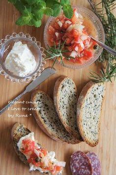 ホイップクリームチーズ&ハーブトマトサルサで胡麻のバゲッド レシピブログ