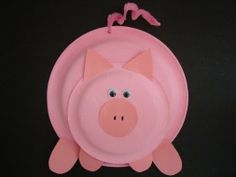 Un gracioso decorado de cerdito hecho con platos de cartón / A sweet pig decoration made with paper plates