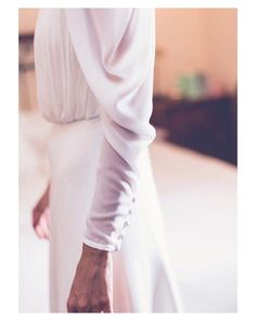 Pequeños detalles que marcan la diferencia { by @elenabau_fotografia}. #details #couture #lace #wedding #weddingday #wed #boda #bride #bridal #bridetobe #novia #groom #mariee #bridaldress #vestidodenovia #weddingdress #style #photography #photoshoot #inlove #amazing #espectacular #beautiful #stunning #weddinginspiration #inspiration #love #like #picoftheday #siempremia