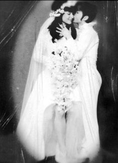 They frequently have a reputation for boozing, partying, and breaking hearts, but sometimes musicians settle down and get married. We spotted a great wedding photo of The Velvet Underground's…