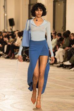2000s Fashion, Fashion Week, Look Fashion, Fashion Show, Fashion Design, Fashion Trends, High Fashion Looks, Couture Fashion, Runway Fashion