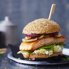 Lachs-Ananas-Burger Enjoy these top-rated grilled fish recipes outdoors this summer. Recipes include gingered honey salmon, tilapia piccata and even grilled fish tacos. Plats Weight Watchers, Weight Watchers Snacks, Grilled Fish Recipes, Burger Recipes, Vegetarian Recipes, Healthy Recipes, Burger Co, Sushi Burger, Food Recipes