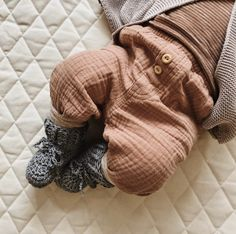 Sustainably produced neutral baby clothing and accessories Baby Outfits, Kids Outfits, Gender Neutral Baby Clothes, Handmade Baby Gifts, Kids Clothing Brands, Baby Essentials, Baby Booties, The Fool, Leg Warmers