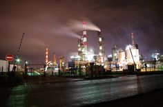 Raffinerie, vue sur l'Hydrocraqueur by d.nope, via Flickr