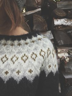 """So in peace our task we ply, Pangur Bán, my cat, and I…"" – Ways of Wood Folk Fair Isle Knitting Patterns, Knitting Blogs, Knitting Designs, Knitting Projects, Hand Knitting, Icelandic Sweaters, Wool Sweaters, Punto Fair Isle, Black Sheep Wool"