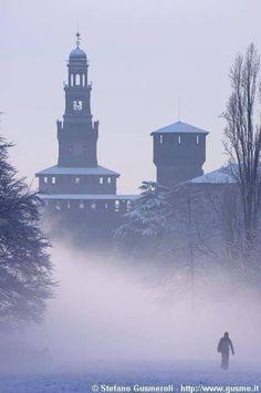 Milano - Castello Sforzesco. 45°27′50.98″N 9°11′25.21″E