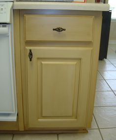 Painting kitchen cabinet idea