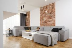 U sofa & bricks Lets Stay Home, Studio Living, Sofa, Couch, Living Room Grey, Living Rooms, Loft Style, Dining Bench, Brick