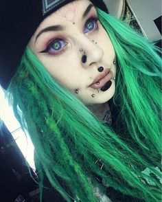 Pin by lust melody on modified bodies in 2019 piercings for girls, piercing Facial Piercings, Lip Piercing, Piercing Tattoo, Pelo Emo, Piercings For Girls, Fantasy Hair, Scene Girls, Body Modifications, Alternative Girls