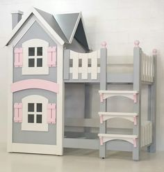 These creative and still oh-so-safe bunk beds will let your toddlers & kids rule their room (and corner the sleepover market too). Baby Bunk Beds, Girls Bunk Beds, Cool Bunk Beds, Kid Beds, Girls Bedroom, Modern Teen Room, Childrens Beds, House Beds, Little Girl Rooms