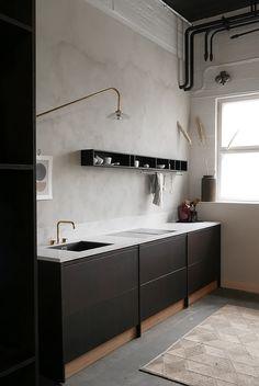 46 Simple Modern Scandinavian Kitchen Inspirations - Modul Home Design Black Kitchen Cabinets, Kitchen Cabinet Remodel, Kitchen Cabinet Design, Black Kitchens, Modern Kitchen Design, Room Interior, Interior Design Living Room, Kitchen Decor, Kitchen Ideas