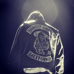 Season 7 - Jax Teller - Sons Of Anarchy Photo - Fanpop Jax Teller, Outlaws Motorcycle Club, Motorcycle Jacket, Motorcycle Art, Jax Sons Of Anarchy, Sons Of Anarchy Motorcycles, Charlie Hunnam Soa, California, Season 7