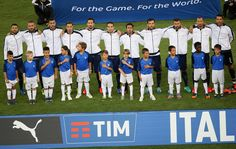 PLayers of Italy sign the national anthem prior the international friendly match between Italy and France at Stadio San Nicola on September 1, 2016 in Bari, Italy.