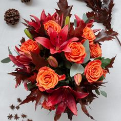 Cheer up someone's day with our shining and fresh floral arrangements! Roses, lilies and much more! Wedding Centerpieces, Wedding Bouquets, Wedding Decorations, Fresh Flowers, Beautiful Flowers, Lavenders Blue Dilly Dilly, Cool Room Designs, Diy Crystals, Winter Flowers