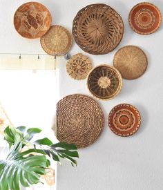 Dining Wall Decor, Diy Wall Decor, Home Decor, Wall Basket, Baskets On Wall, Home Living Room, Living Room Decor, Nail Room, Southwest Decor