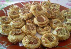 Aperitiv cu crenvusti Muffin, Cookies, Breakfast, Desserts, Food, Crack Crackers, Morning Coffee, Tailgate Desserts, Deserts