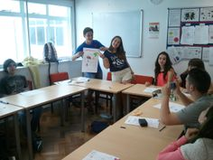 En clase aprendiendo inglés