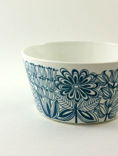 Arabia of Finland Keto Vegetable Serving Bowl - Designed by Esteri Tomula. Ceramic Tableware, Porcelain Ceramics, Ceramic Bowls, Ceramic Pottery, Kitchenware, Nordic Design, Scandinavian Design, Ceramic Painting, Ceramic Art