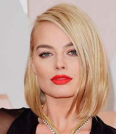 Margot Robbie and that standout red lip at the 2015 Oscars. Hourglass Makeup