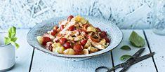 Broileripasta on helppoa ja nopeaa arkiruokaa parhaimmillaan. Gnocchi, Pasta Salad, Acai Bowl, Cantaloupe, Fruit, Breakfast, Ethnic Recipes, Food, Red Peppers