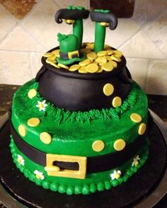 You MUST See These St Patrick's Day Cake Ideas Hubby and I are baking a chocola… – Wanderlust St Patricks Day Cupcake, St Patricks Day Food, Fancy Cakes, Cute Cakes, Sant Patrick, Irish Cake, St Patrick's Day Decorations, Cake Toppers, Desert Recipes