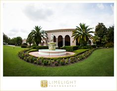 Limelight Photography, www.stepintothelimelight.com, Wedding, Avila Golf and Country Club, Florida, Fountain, Green, Sky, Grass, Wedding Venue
