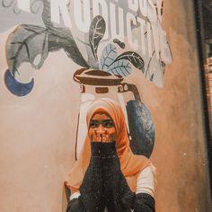 Modern Hijab Fashion, Beautiful Hijab, Love Pictures, Photography Poses, Idol, Niqab, Cute, Twin, Painting