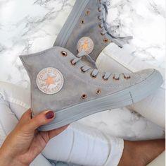 Nike - Converse Chuck Taylor - All Star - Wildleder - einfarbig - High Top - Damenschuh - i l o v e s h o e s - Schuhe Converse Gris, Converse Rose Gold, Converse Tumblr, Colored Converse, Cute Shoes, Me Too Shoes, Trendy Shoes, Casual Shoes, Converse Shoes